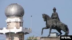 Қазақ ханы Кенесары Қасымұлына қойылған ескерткіш. Астана, қазан, 2009 жыл.