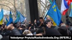 Мітинг під стінами кримського парламенту, 26 лютого 2014 року