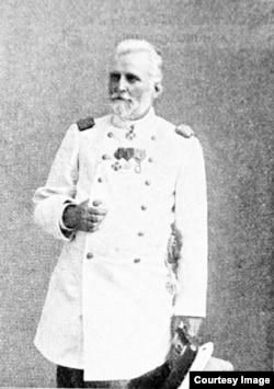 Поль Гурдэ в мундире статского советника. Фото сделано в 1900 году.