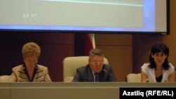Татарстан президенты ярдәмчесе Татьяна Ларионова (с) һәм министр Рафис Борһанов