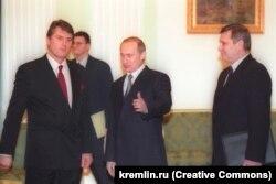 Виктор Ющенко и Владимир Путин на встрече в Кремле в 2000 году