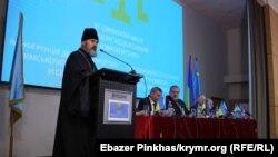 Архієпископ Климент на конференції Курултаю кримськотатарського народу. Київ, 12 листопада 2018 року