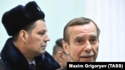 "Лидер движения ""За права человека"" Лев Пономарев (справа)"