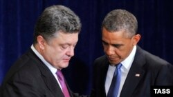 Ukraine's President-elect Petro Poroshenko (left) and U.S. President Barack Obama met in Warsaw on June 4.