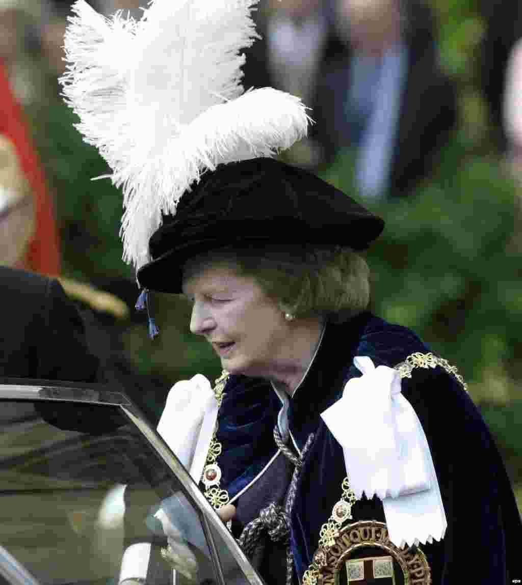 В 2003 году Маргарет Тэтчер получила одну из высших наград Британии - благороднейший орден Подвязки, который является высшим рыцарским орденом Великобритании