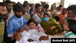 People mourn the death of a Pakistani Christian who was killed in an attack in Quetta on April 3.