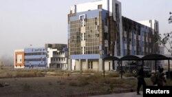 قوات الامن في موقع جامعة الانبار