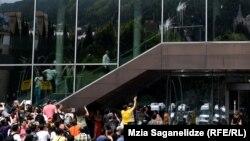 Акция протеста у тбилисской гостиницы «Рэдиссон Блу Иверия»