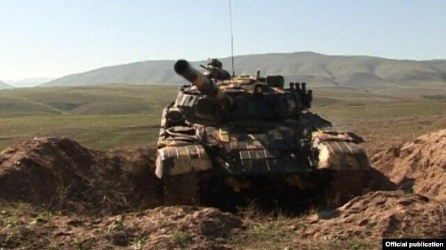 Cəbhədə tanklar işə düşdü