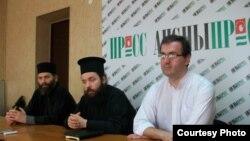 На следующий день после круглого стола по вопросу восстановления автокефалии Абхазской православной церкви прошел брифинг представителей Сухумо-Пицундской епархии