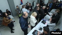 Armenia - Armenians vote in parliamentary elections at a polling station in Yerevan, 2Apr2017.