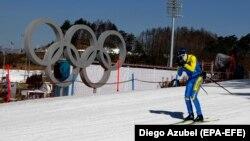 Український лижник тренується на олімпійській трасі Пхйончхана, Південна Корея, 4 лютого 2018 року