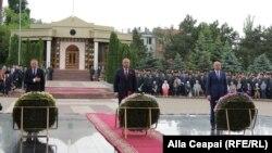 De la stânga la dreapta: preşedintele legislativului Andrian Candu, şeful statului Igor Dodon şi premierul Pavel Filip