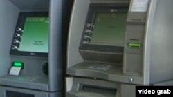 Türkmenistan: Bank kartlaryna pul geçirmäge baranlardan güwänama talap edilýär