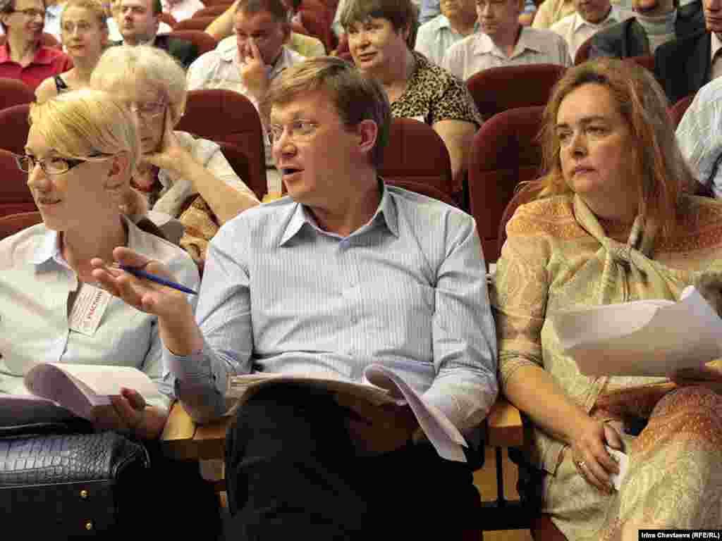 Сопредседатель ПАРНАСа Владимир Рыжков (в центре).