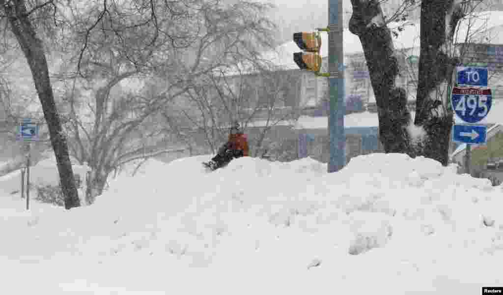 Улицы городов Восточного побережья США завалены снегом