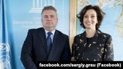 Сергей Кислица (л) и Одри Азуле (п)