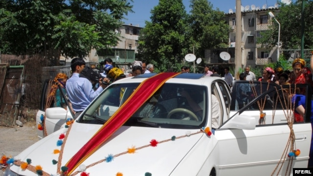 A car decorated for the bride and groom in Ashgabat. (file photo)