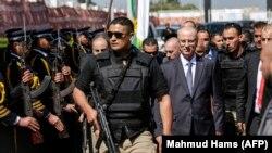 رامی حمدالله (راست) پس از رسیدن به غزه