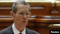 Former Romanian King Michael addresses parliament in Bucharest.
