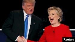 Гілларі Клінтон і Дональд Трамп по завершенні перших президентських дебатів, 26 вересня 2016 року