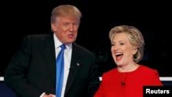 Дональд Трамп и Хиллари Клинтон во время президентских дебатов