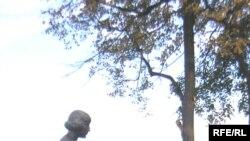 Белла Ахмадуллина: «Памятник — сумма черт Марины Ивановны. Это не связано с каким-то определенным возрастом. При стройном силуэте выпуклы черты благородства, доблести и скорби»