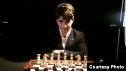 آرین که شطرنج را از پنج سالگی آغاز کرده است سومین بازیکن برتر زیر هجده سال جهان بشمار میرود