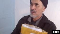 Azimjan Askarov in a Kyrgyz prison in December 2011