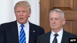 متیس و ترامپ در جریان دیدار آنها در ۱۹ نوامبر
