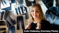 Studentica dizajna Dawn Ellams koja je proizvela jedne od prvih nepamučnih traperica na svijetu