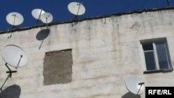 Moldova - Chisinau, TV parabolic antennas, 11Oct2009
