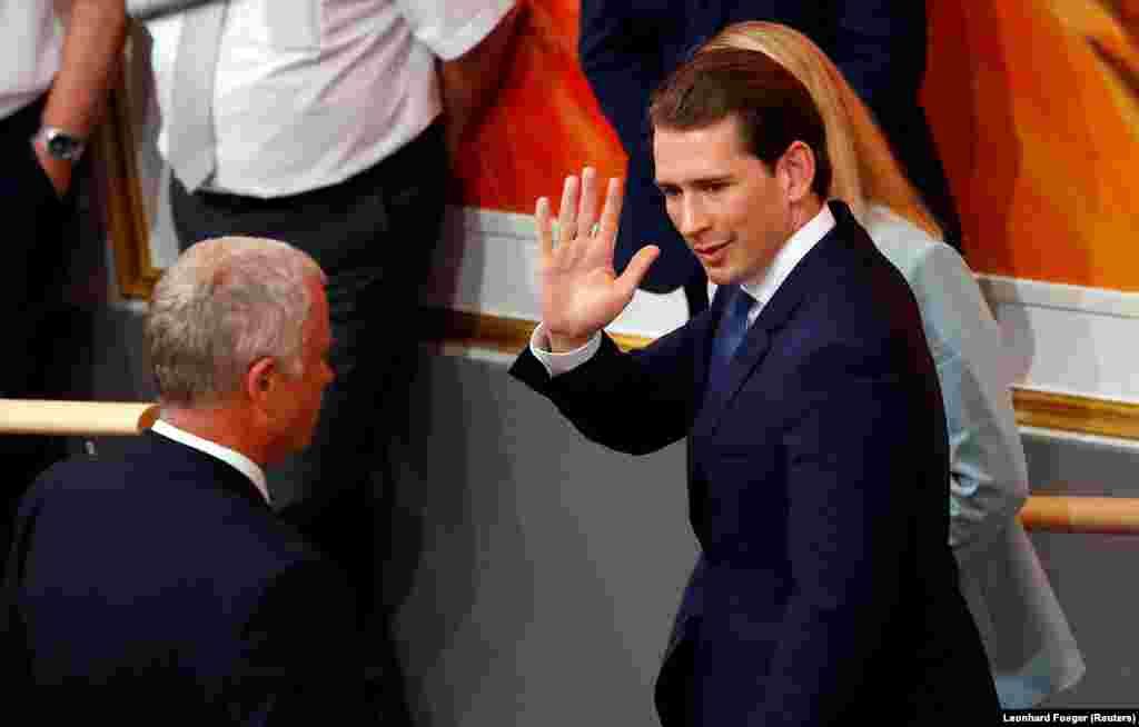 АВСТРИЈА - Австриската Народна партија (ОВП) на Себастијан Курц објави дека била хакирана и дека им се украдени 1.300 гигабајти податоци. Неофицијално, од партијата се сомневаат дека зад хакерскиот напад, на само неколку недели пред австриските избори, стои Русија или австриски приврзаници на турскиот претседател Реџеп таип Ердоган.