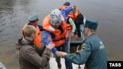 Children return to the Syamozero Park Hotel in Russia's Pryazhinsky District after at least 14 died on a lake when boats capsized on a lake.