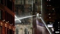 Vatrogasci gase vatru koja je izbila u pravoslavnoj crkvi u Njujorku, 1. maj 2016.