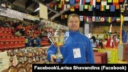 Официально Олег Шевандин считается пропавшим без вести, но родные спортсмена верят, что он в плену