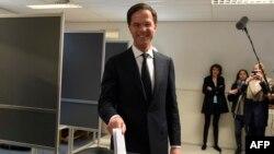 Чинний прем'єр-міністр Нідерландів Марк Рютте голосує на виборчій ділянці, Гаага, 15 березня 2017 року
