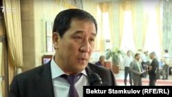 Алиёрбек Абҷалиев ҳоло вакили порлумони Қирғизистон аст.