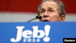 Keçmiş ABŞ prezidenti George W. Bush qardaşının seçki kampaniyası haqda danışır