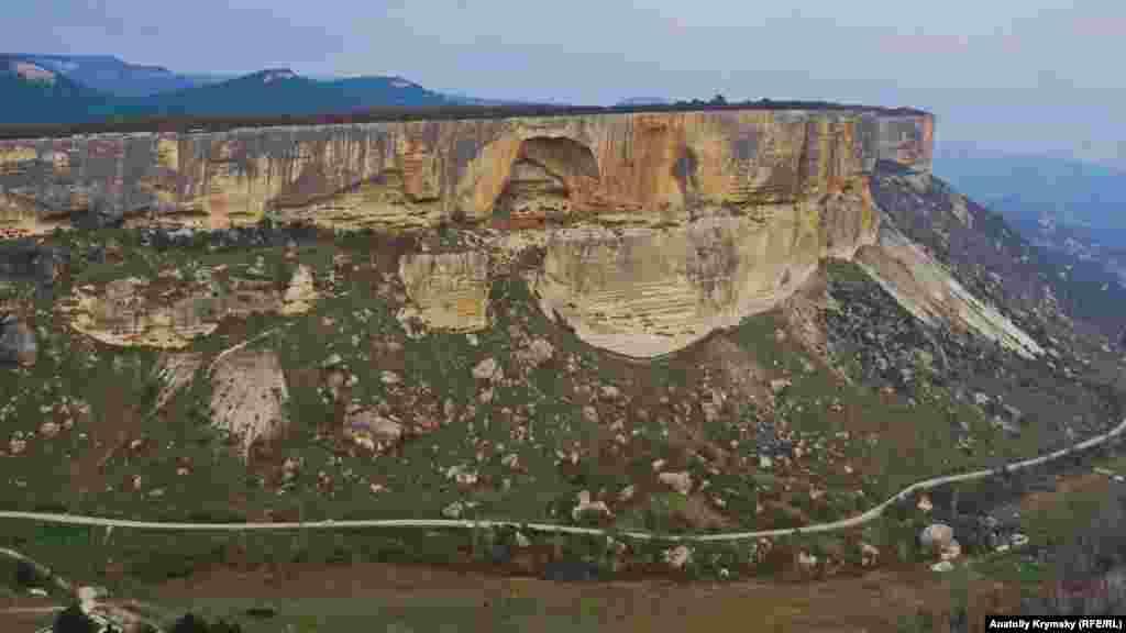 Вид на середньовічне печерне місто Качи-Кальон