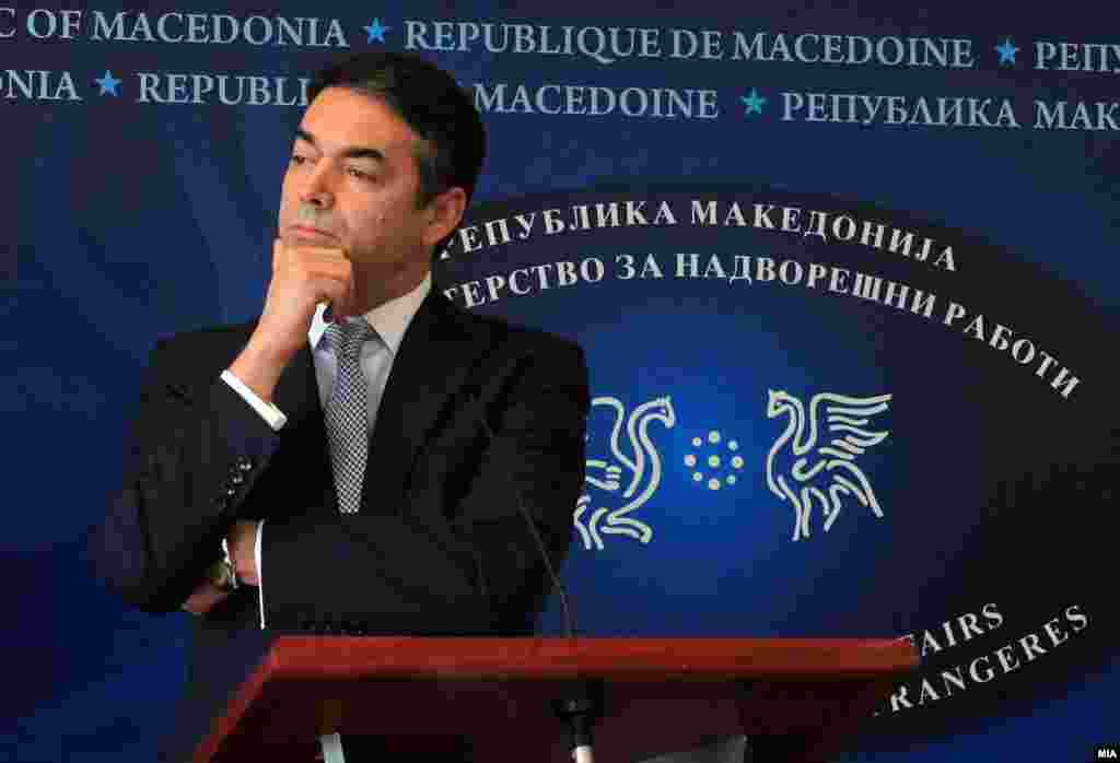 МАКЕДОНИЈА - Шефот на македонската дипломатија Никола Димитров на денешната прес-конференцијата со неговата австриска колешка Карин Кнајсл изјави дека одлуката за протерување на рускиот дипломат од земјата ја донеле по внимателно размислување и анализа и поради две причини. Првата, како што посочи тој е да се покаже солидарност со Британија, поради труење со хемиско оружје на поранешниот руски двоен агент. Втората, според него, е бидејќи протераниот дипломат излегол од својот мандат.