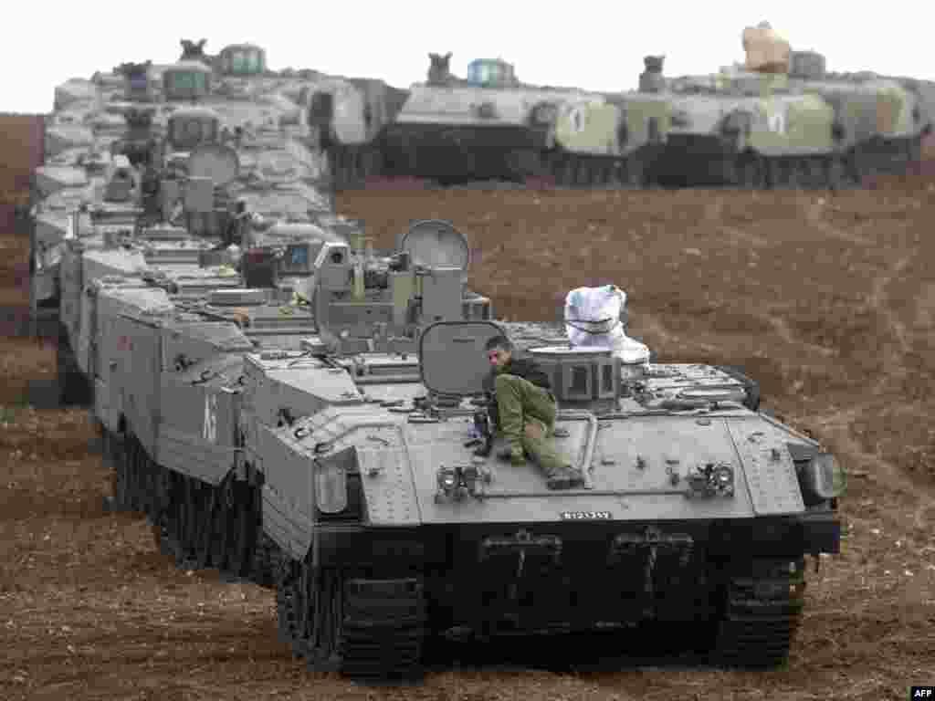 تانک های اسرائیلی در حال آماده باش در نزدیکی مرز غزه با اسرائیل