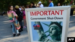 В эти дни туристы не могут посетить статую Свободы в Нью-Йорке