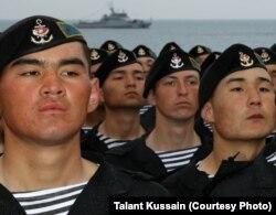 Подразделение казахского военно-морского флота на учениях. Актау, 13 апреля 2013 года.