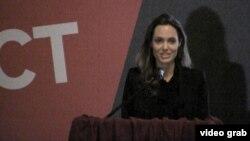 Голливуд киножұлдызы Анджелина Джоли.