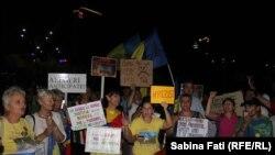 În 27 august 2017 câteva sute de oameni au protestat la Bucureşti împotriva modificărilor aduse legilor justiției