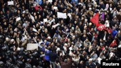 Tunisia -- Protesters stand off against a line of riot police during a demonstration in downtown Tunis, 20Jan2011