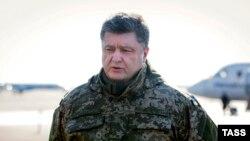 Петро Порошенко повідомляє про залишення Дебальцева вранці 18 лютого 2015 року