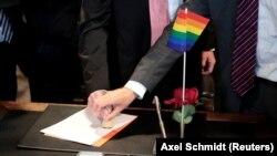 Stupanje u istospolni brak