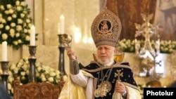 Католикос всех армян Гарегин Второй во время Рождественской литургии в Первопрестольном Св. Эчмиадзине, 6 января 2019 г.
